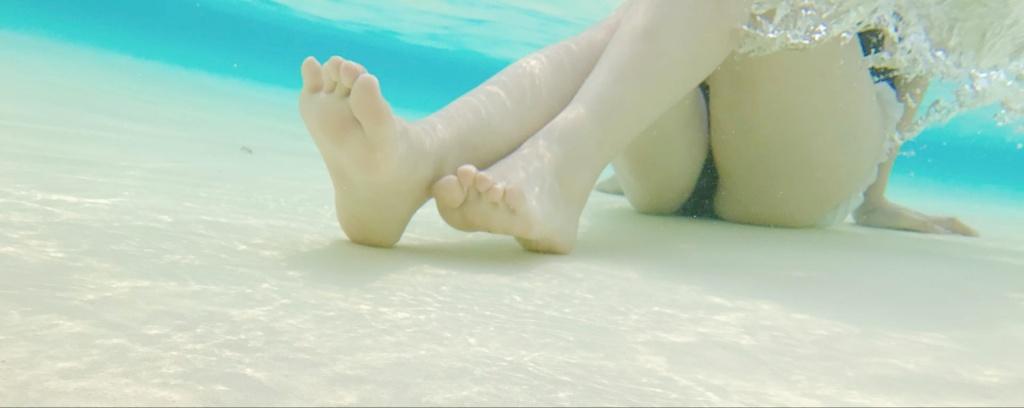 微博萝莉一只小卉几泳装福利