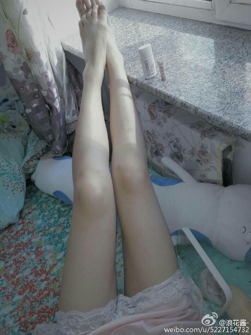 萌妹子秀美腿