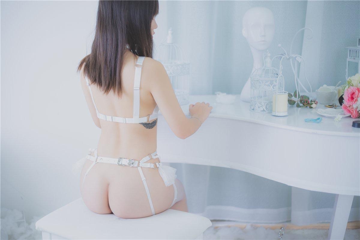 YUZUK极品柚木系列之白丝束缚装