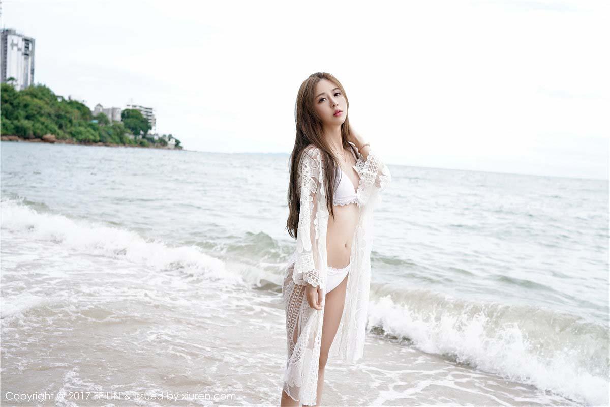 luna张静燕迷人锁骨在海边大秀身材