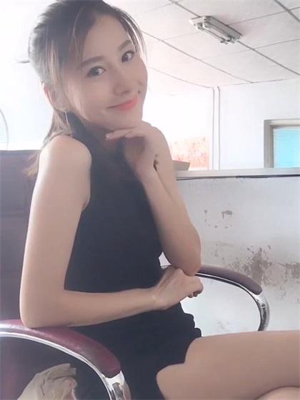 快手李泽照片_快手网红美女李朵儿视频福利 - 拍照片