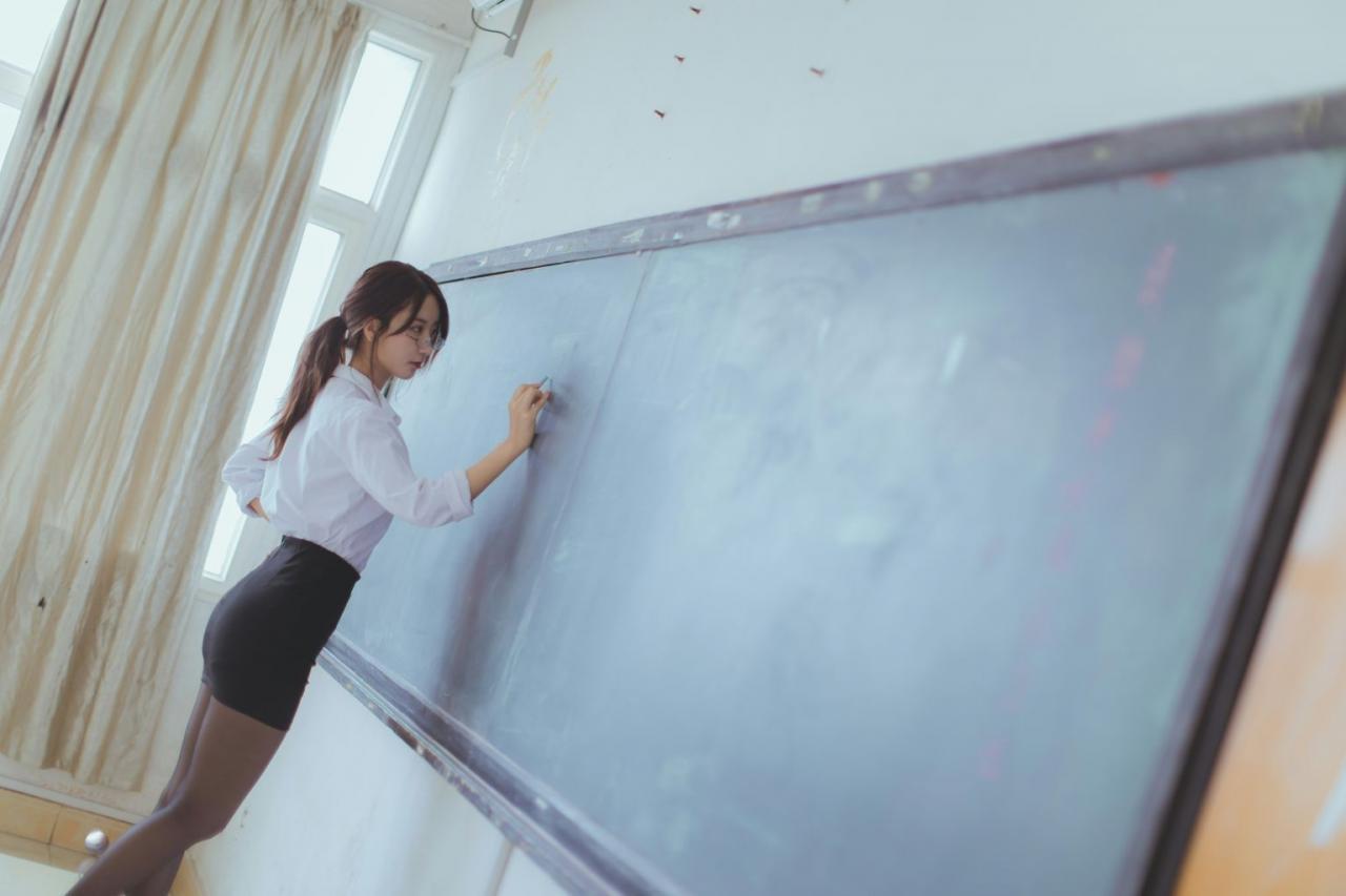 微博红人Coser黑川  教师&学生写真