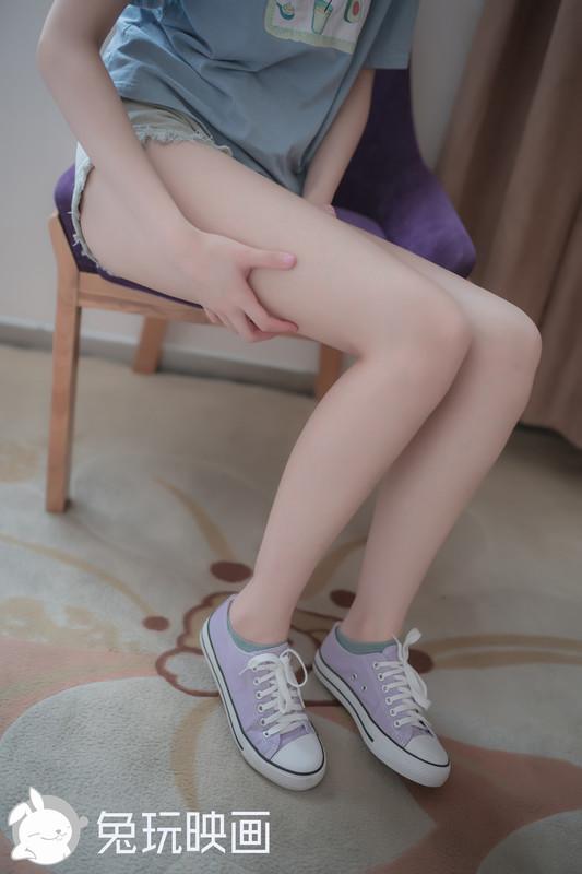 兔玩映画 - 白嫩妹妹的果腿