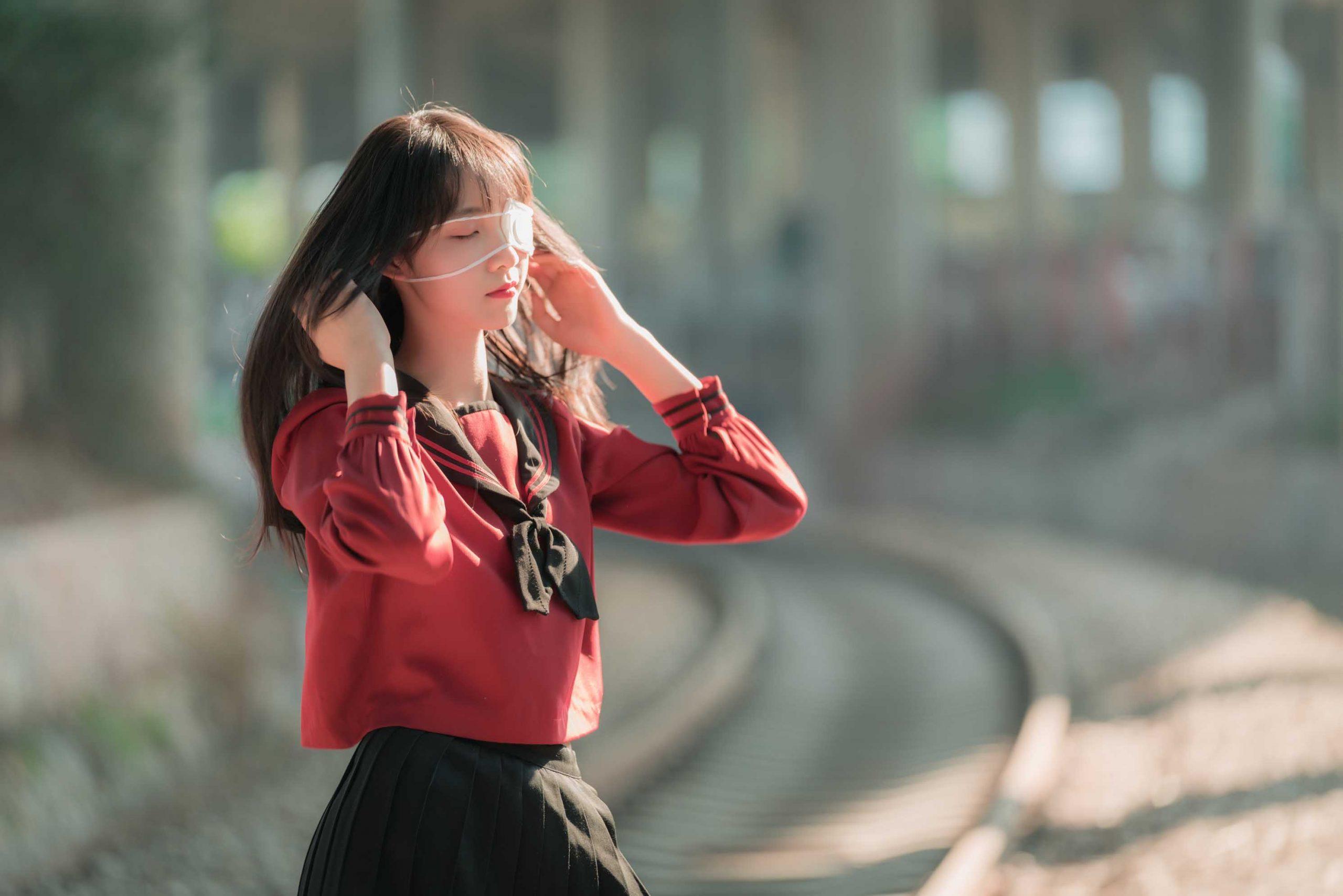 清纯妹子西瓜 –  铁轨写真 [47P-721MB]