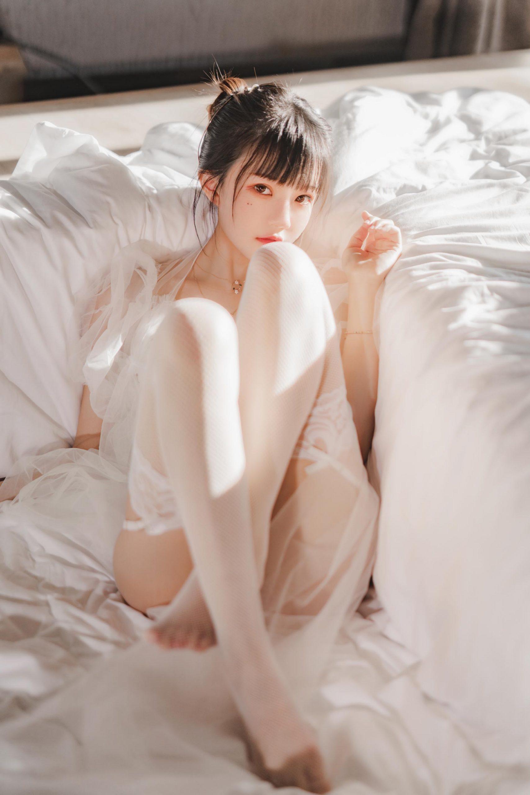 桜桃喵- 白纱糖 [69P-1.14GB]