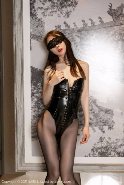 爱蜜社 VOL.608 梦心月 黑丝皮衣容独特魅力的情趣皮衣与魅惑黑丝颜出